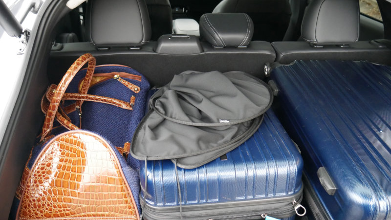 2021-Ford-Mustang-MachE-luggage-test-cargo-cover.jpg