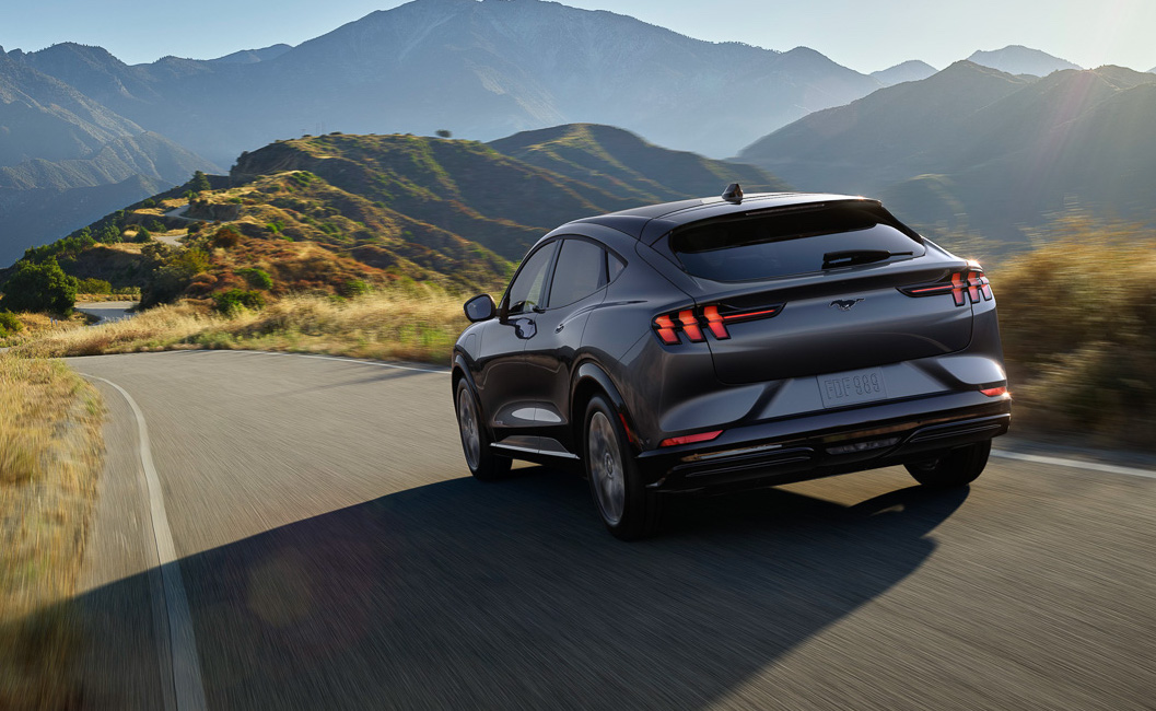 2021-Mach-E-Mustang-Ford-Electric-SUV--17.jpg