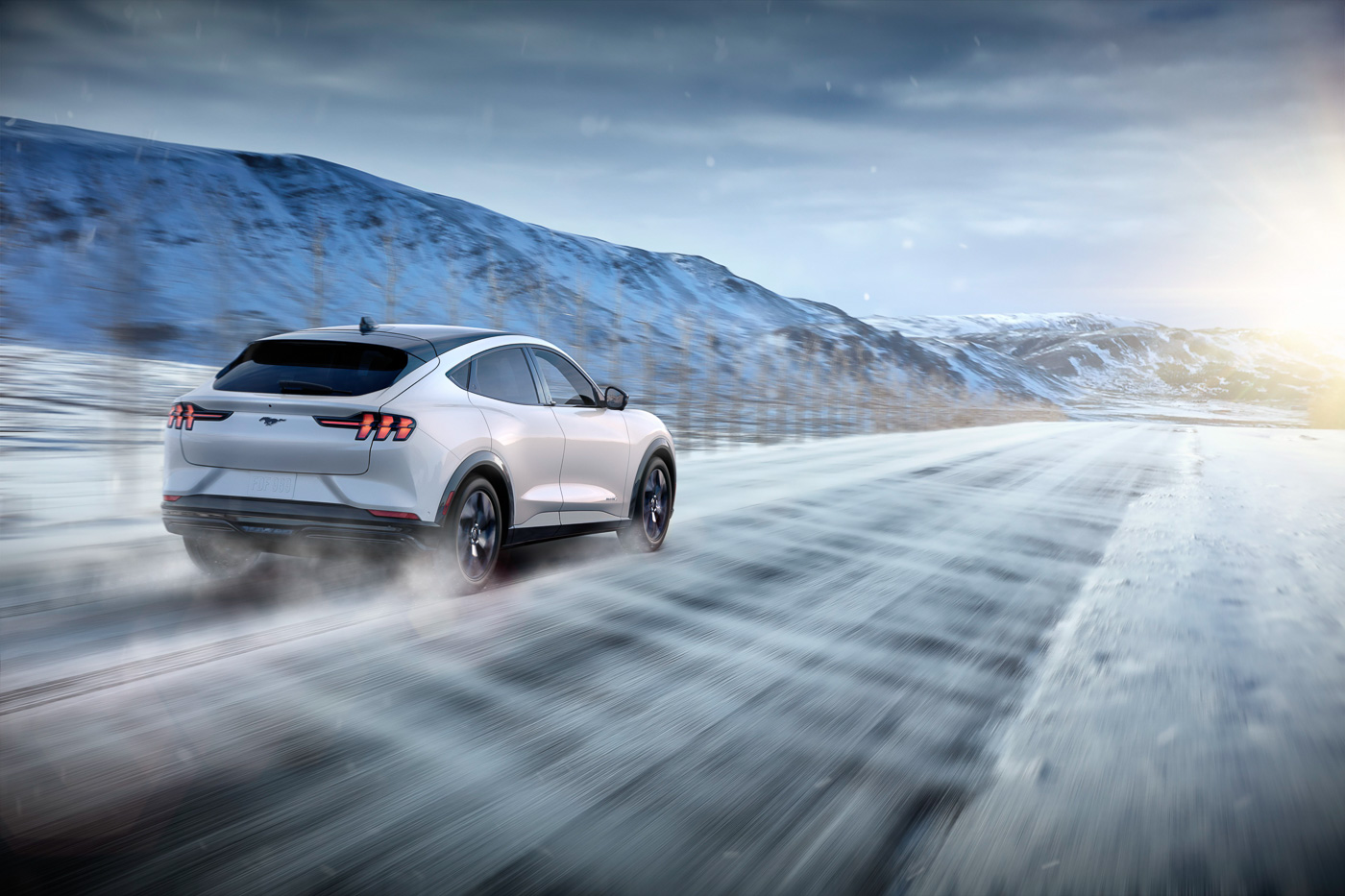 2021-Mach-E-Mustang-Ford-Electric-SUV--18.jpg