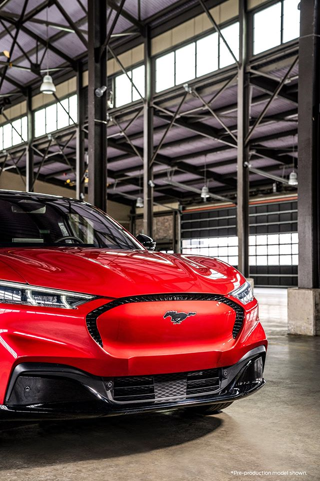 Red-Ford-Mustang-Mach-E-4.jpg